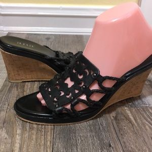 Ana 8.5 wedge Black Cutouts
